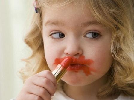 Maquillage rouge à lèvre rouge